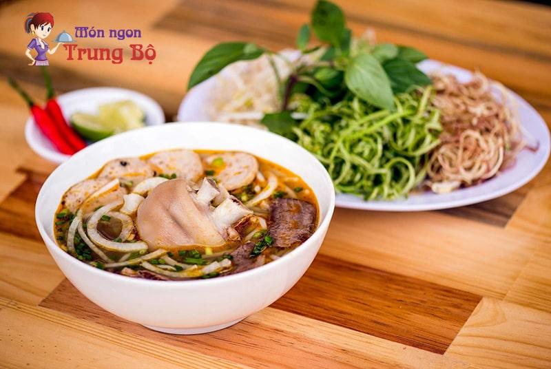Bún bò được xem là món ăn tiêu biểu nhất cho nền ẩm thực xứ Huế