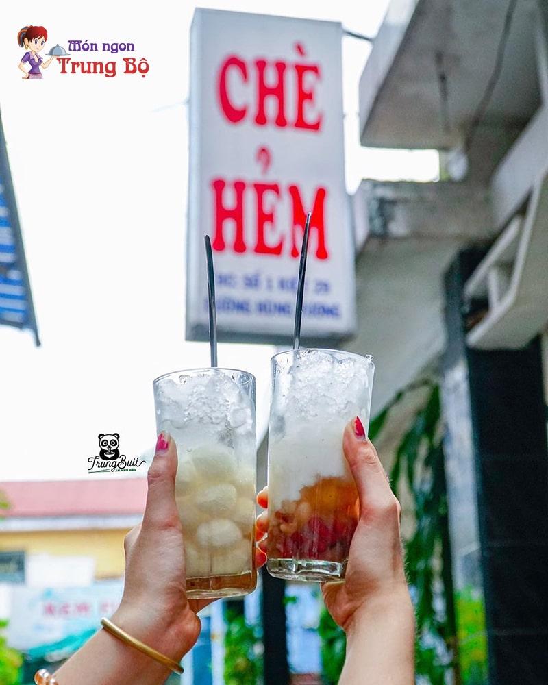 Chè Hẻm là quán chè nổi tiếng nhất ở Huế