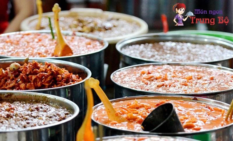 Mắm sò Lăng Cô là đặc sản làm quà nổi tiếng ở Huế