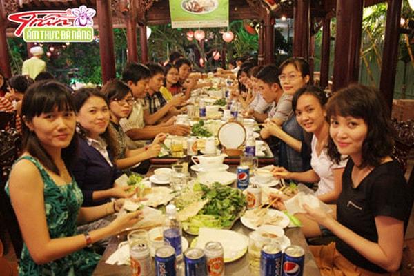 Tổng hợp các quán bánh tráng cuốn thịt heo đông khách nhất ở  Đà Nẵng 2