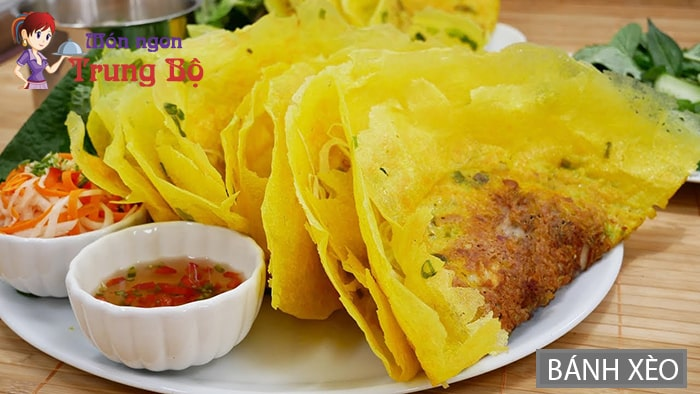 Bánh xèo là một trong những món bánh của miền Trung nổi tiếng ở Hà Nội