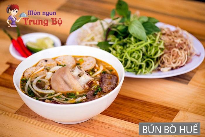 Bún bò là đặc sản nổi tiếng ở Huế