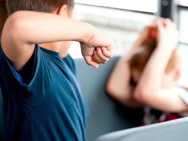Mách cha mẹ cách xử lý khi trẻ tiểu học bị bắt nạt ở trường