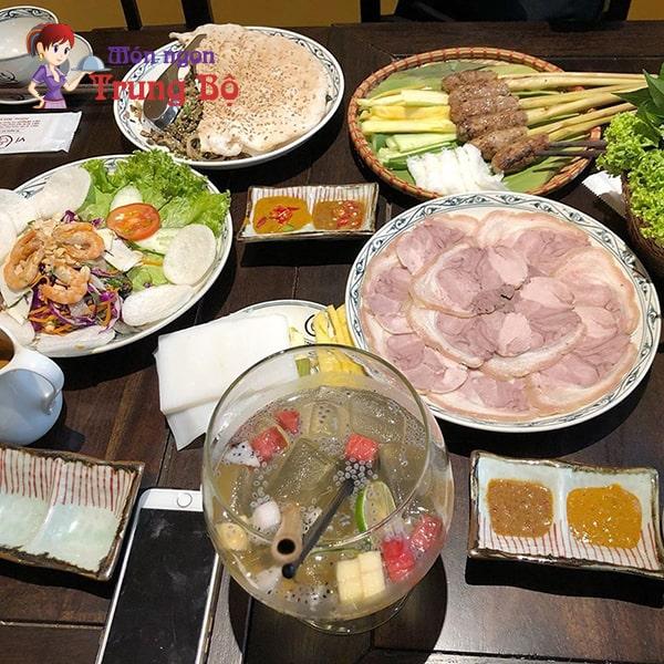 Vị Quảng là nhà hàng chuyên món miền Trung nhưng đặc sản Huế cũng không thua kém