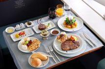 Những bữa ăn trên máy bay sang chảnh của Sao Việt
